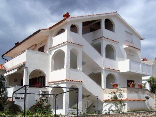 Apartmani Zora&Mirko (Lopar-San Marino-Rajska plaža) AP1 4+2